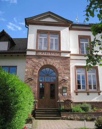 Eingang Rathaus Heiligkreuzsteinach
